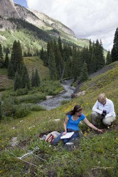 Student Lauren Koenig studying marmots with a volunteer. Photo by Dimijian.
